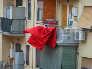 [Roma, balcone con lenzuola. foto di Stefano Petrella]