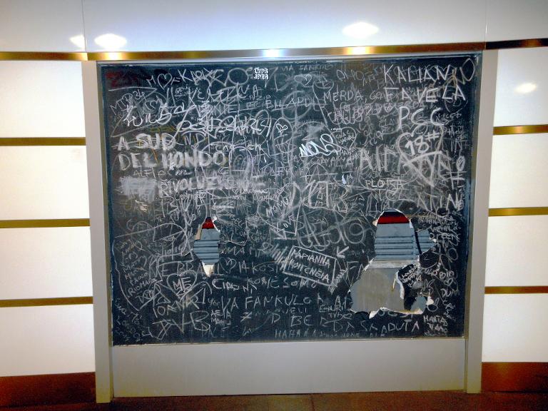 [Roma, Stazione Termin. Graffiti. S. Petrella]